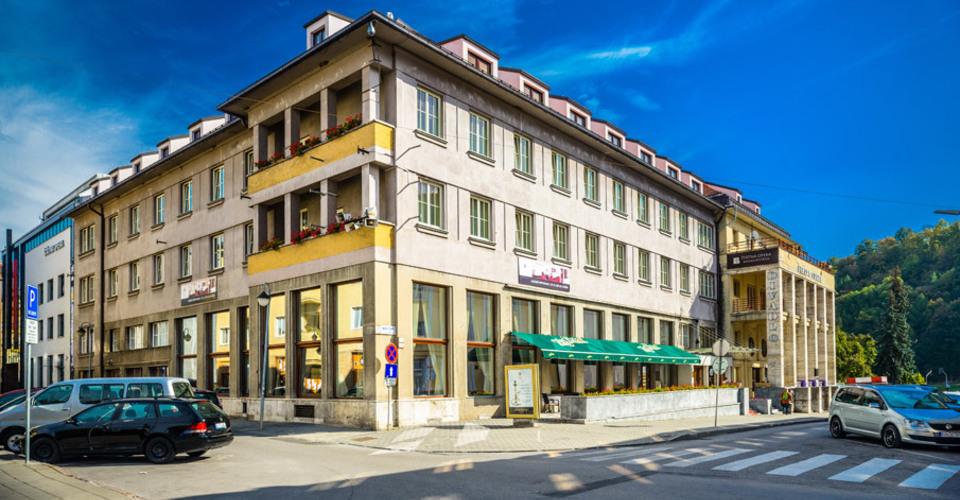 Budova hotela / Hotel Building
